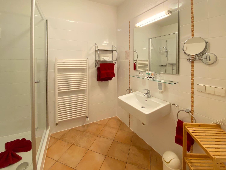Doppelzimmer im Erdgeschoss, Badezimmeransicht