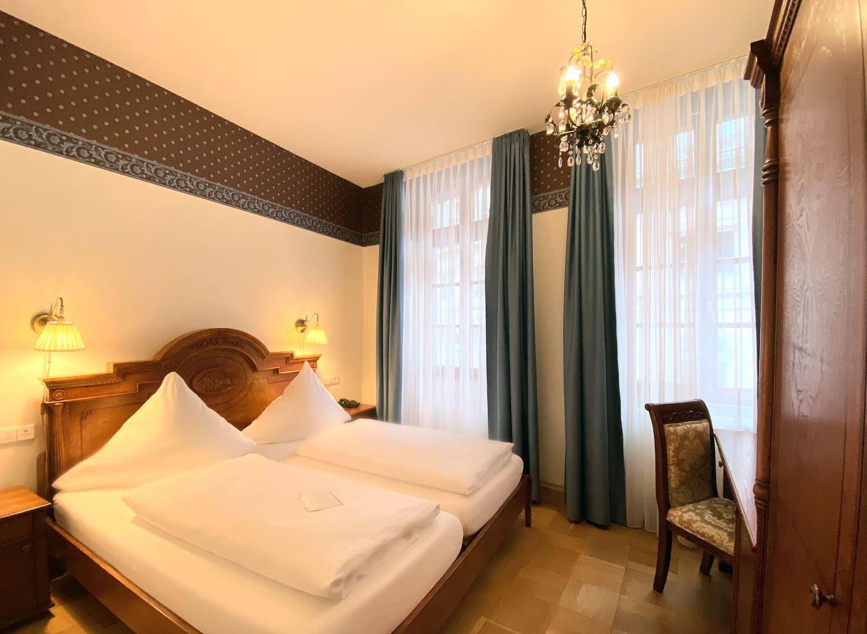 Das Doppelzimmer im 1 Obergeschoss Bett