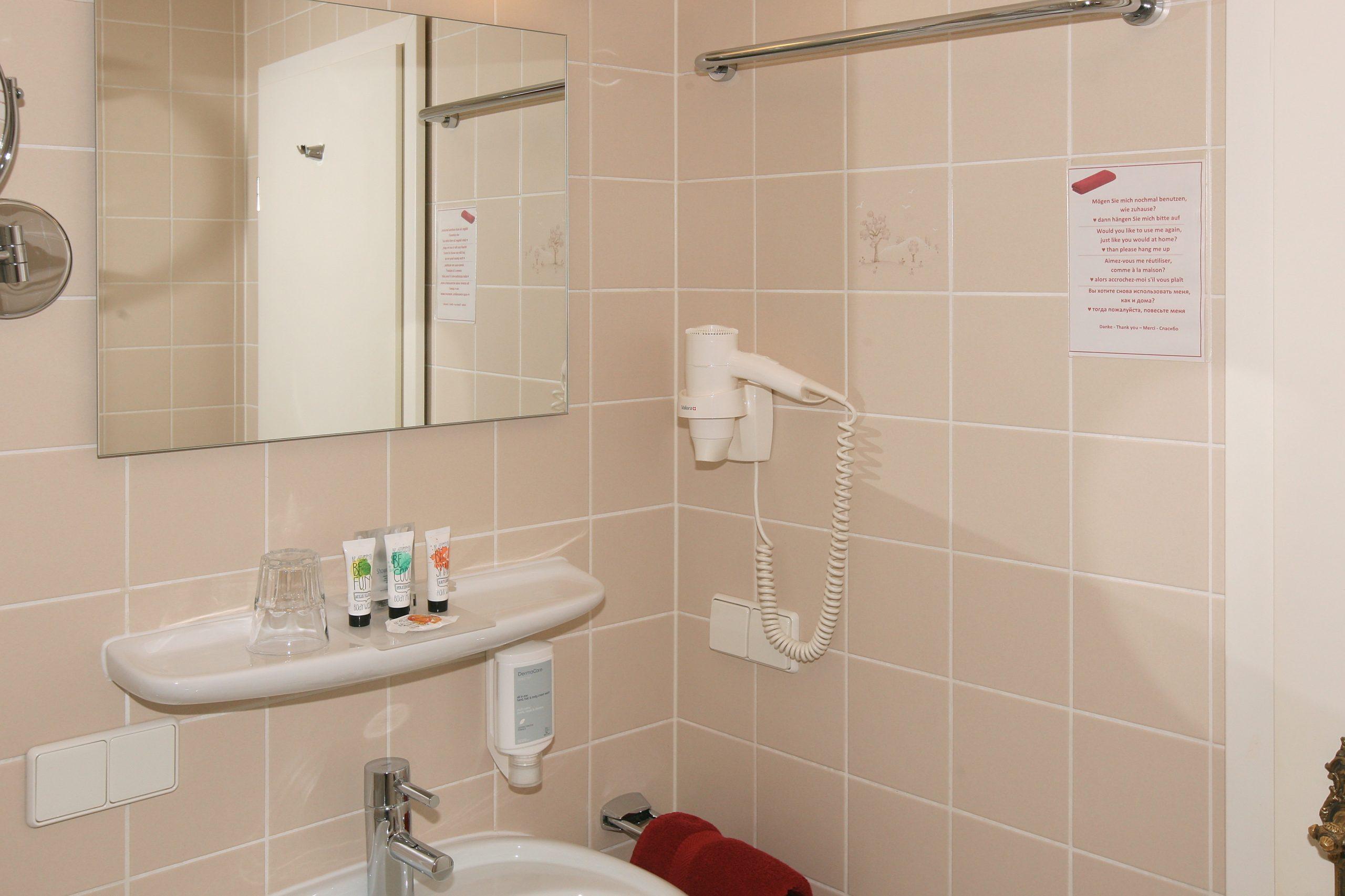Einzelzimmer im 1 Obergeschoss Badezimmer