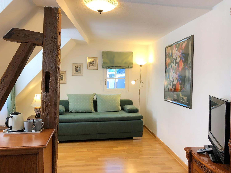 Grüne Suite 2 Obergeschoss Blick ins Wohnzimmer