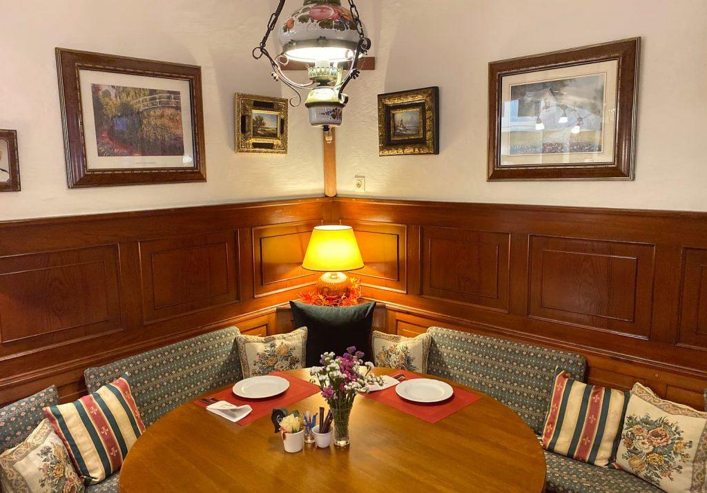 Stammtisch mit dekoration
