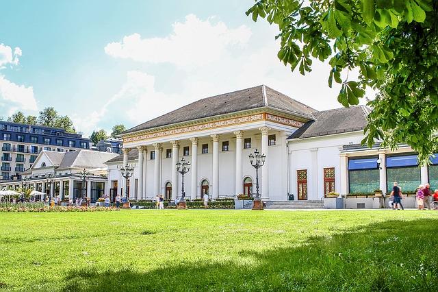 Das Kurhaus von Baden-Baden im Sommer