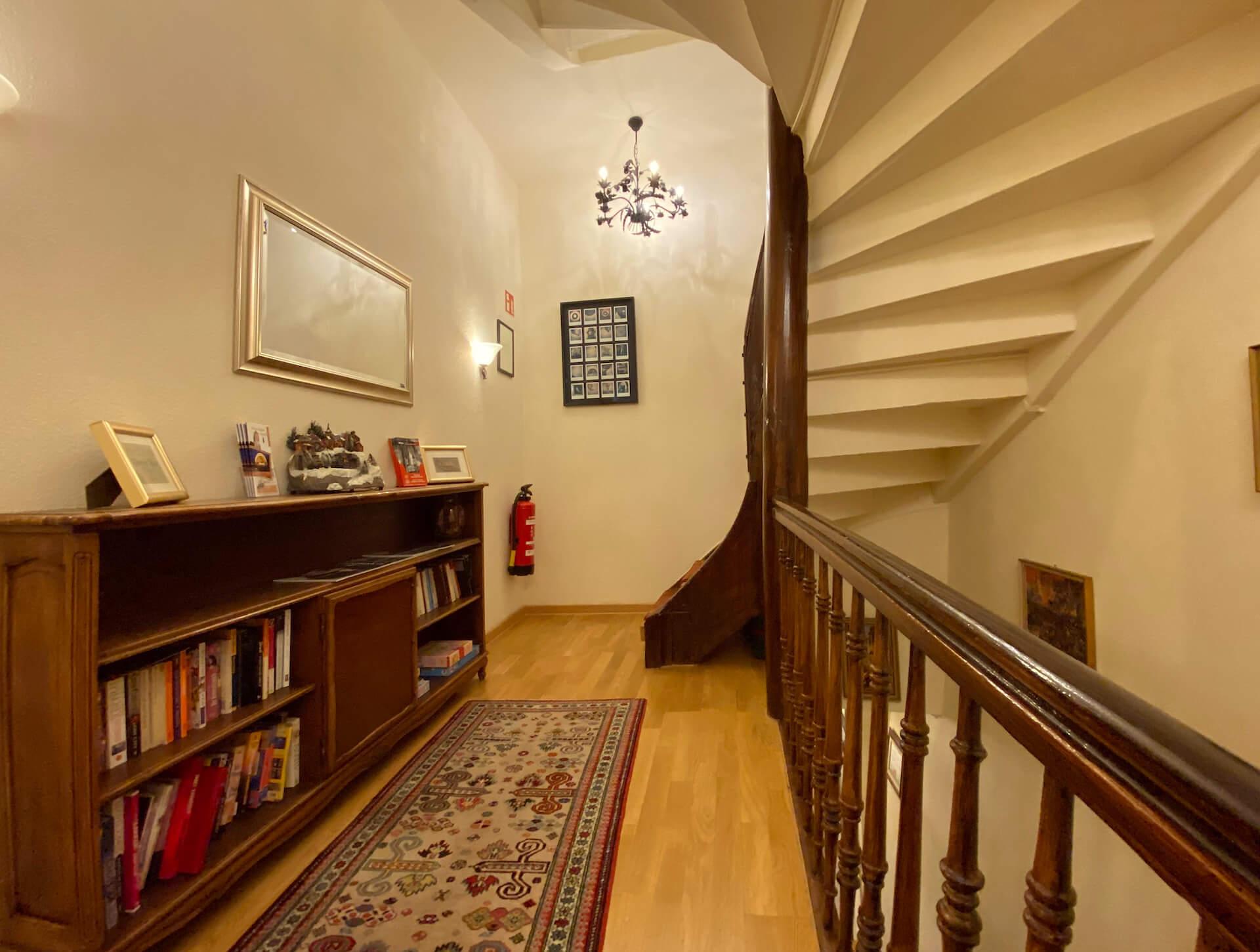 Treppe zu den Suiten Haus 9