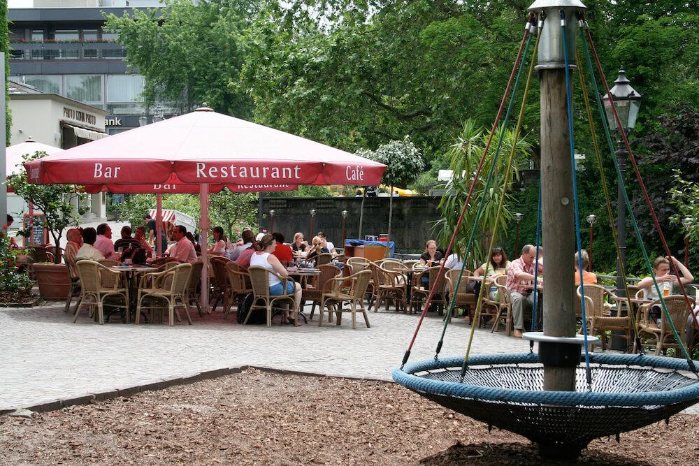 Spielplatz neben Restaurant Wallstreet